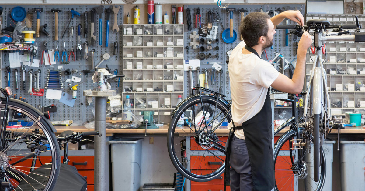 Elisabeth Borne lance l'Académie des métiers du vélo pour former 500 mécaniciens par an